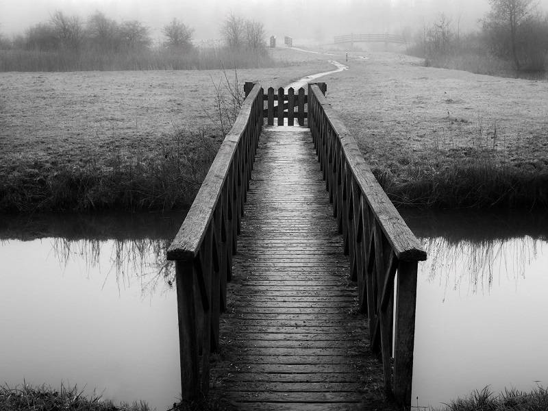 Leading Lines. Photograph landscapes with your iPhone. Black and white picture. Bridge.